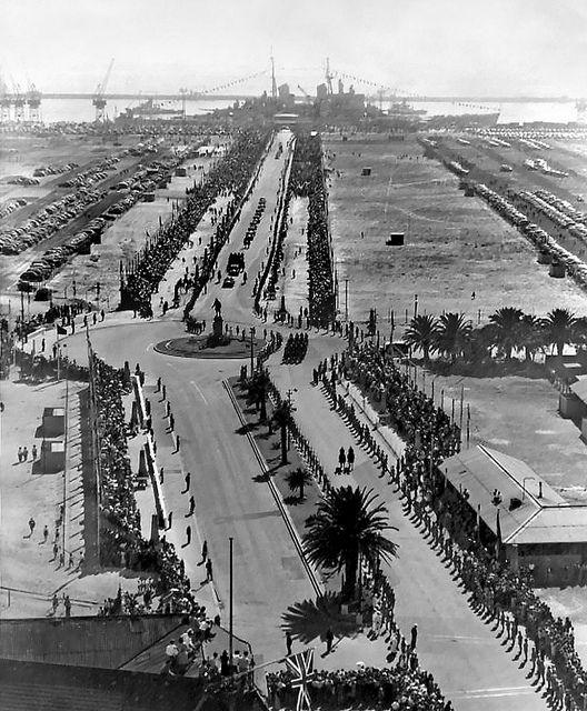 Kaapstad tydens die Koningklike besoek in 1947. In Kaapsehoop in Mpumalanga kan jy oornag in die treintrok waarin die koningin deur SA gereis het.