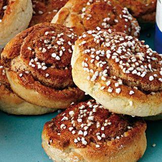 Att baka kaffebröd på glutenfri mjölmix fordrar lätt handlag eftersom degen ofta är ganska kladdig. Laila Knutsson i Kävlinge har lyckats ta fram en ny mix som är lätt att knåda och kavla.
