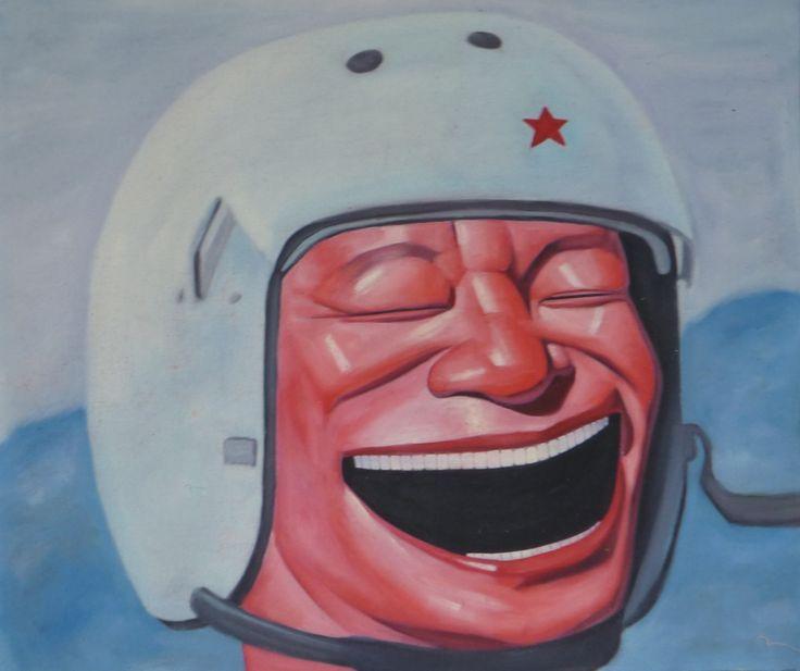 This painting is part of the 'Hat' series by Yue Minjun, a contemporary Chinese painter associated with the Cynical Realism, probably the best-known movement in contemporary Chinese art. Cette peinture montrant un homme riant aux éclats et qui porte un casque de pilote sur sa tête, fait partie de la série ``Chapeau''  de Yue Minjun (岳敏君 ). Yue Minjun est un artiste contemporain chinois dont le travail a été associé au mouvement artistique du réalisme cynique.