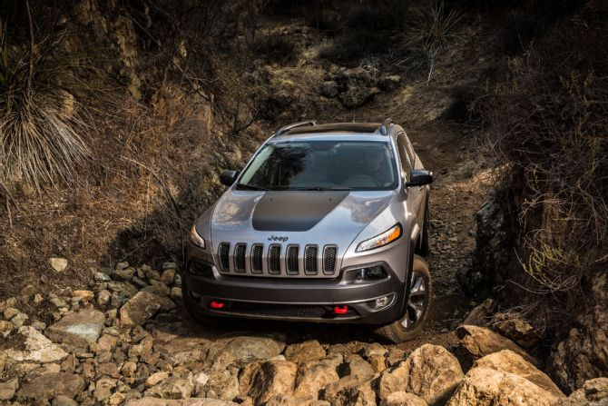 2014 Jeep Cherokee Trailhawk Driving Offroad