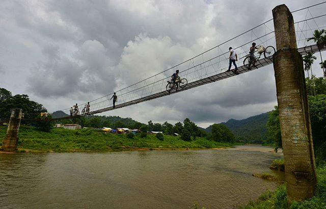 Villagers from Meghalaya state cross a hanging bridge over Three river to buy goods from Ukiam weekly market in South Kamrup district of Assam, Ukiam is one of the most backward but a beautiful village where week Khasi people come to sell and buy goods. Photo: Ritu Raj Konwar #meghalaya #assam #northeast