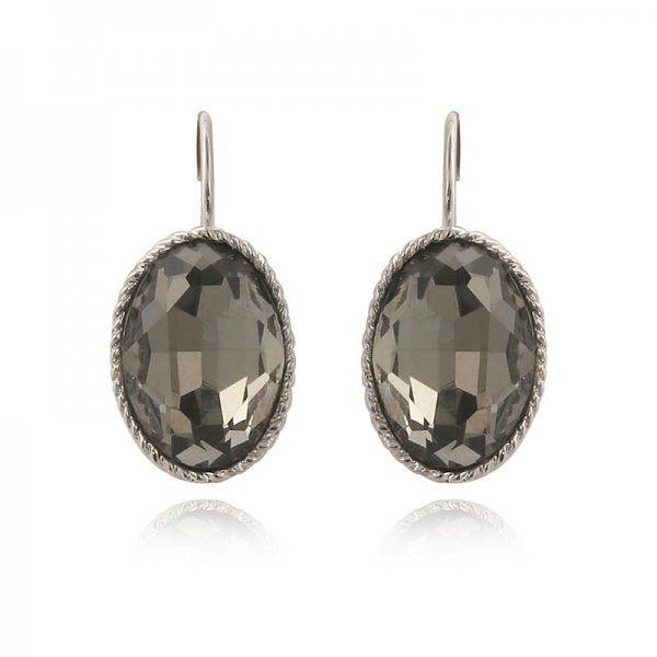 Wat een beauty's! Deze simpele maar o zo mooie oorbellen zijn een musthave voor jouw sieradencollectie. Het zijn kleine hangertjes met een zilvere afwerking. Perfect voor de feestdagen maar ook gemakkelijk te combineren bij iedere outfit!