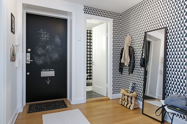 Papel pintado geométrico en Blanco y negro.  http://tienda.puntosuspensivo.com/  Wallpaper by Boråstapeter, Scandinavian Designers