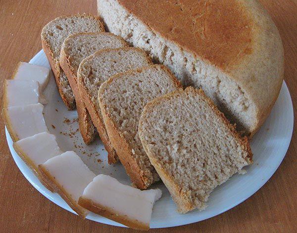 Серый хлеб на кислом молоке