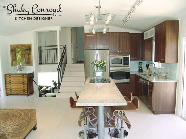 Contemporary kitchen design by Shuky Conroyd, Kitchen and Bath Designer. Small and functional contemporary kitchen.