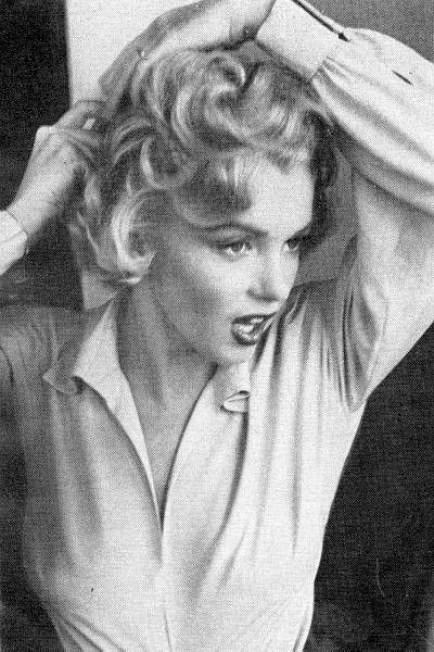 Marilyn Monroe on the set of Niagara.