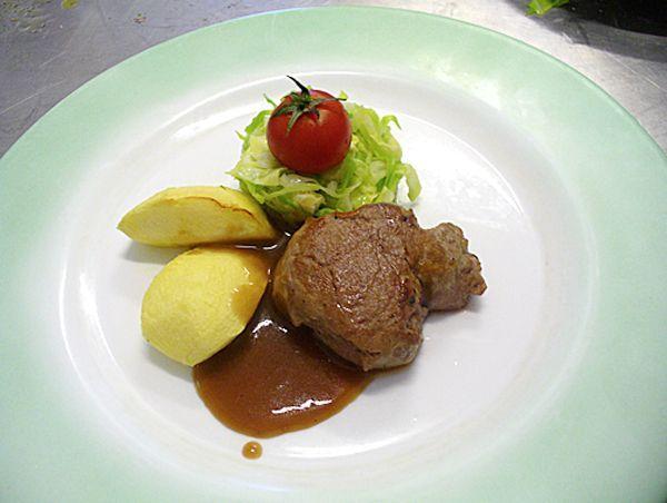 Buongiorno a tutti. Oggi vi lascio come ricetta un secondo di carne:  FILETTO DI MAIALINO LACCATO AL MIELE https://www.facebook.com/pages/Chef-Fulvio-De-Santa/751516918234144