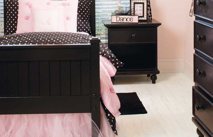 A chic girl 39 s bedroom with pink and black paired with for Pink laminate flooring