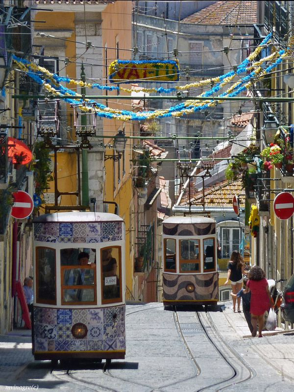 handa: Bica Lift, a photo from Lisboa, South |... http://25.media.tumblr.com/d2e9b7e02b87c9b5873f090558c93f25/tumblr_mo1nykKv8R1qz4edwo1_500.jpg