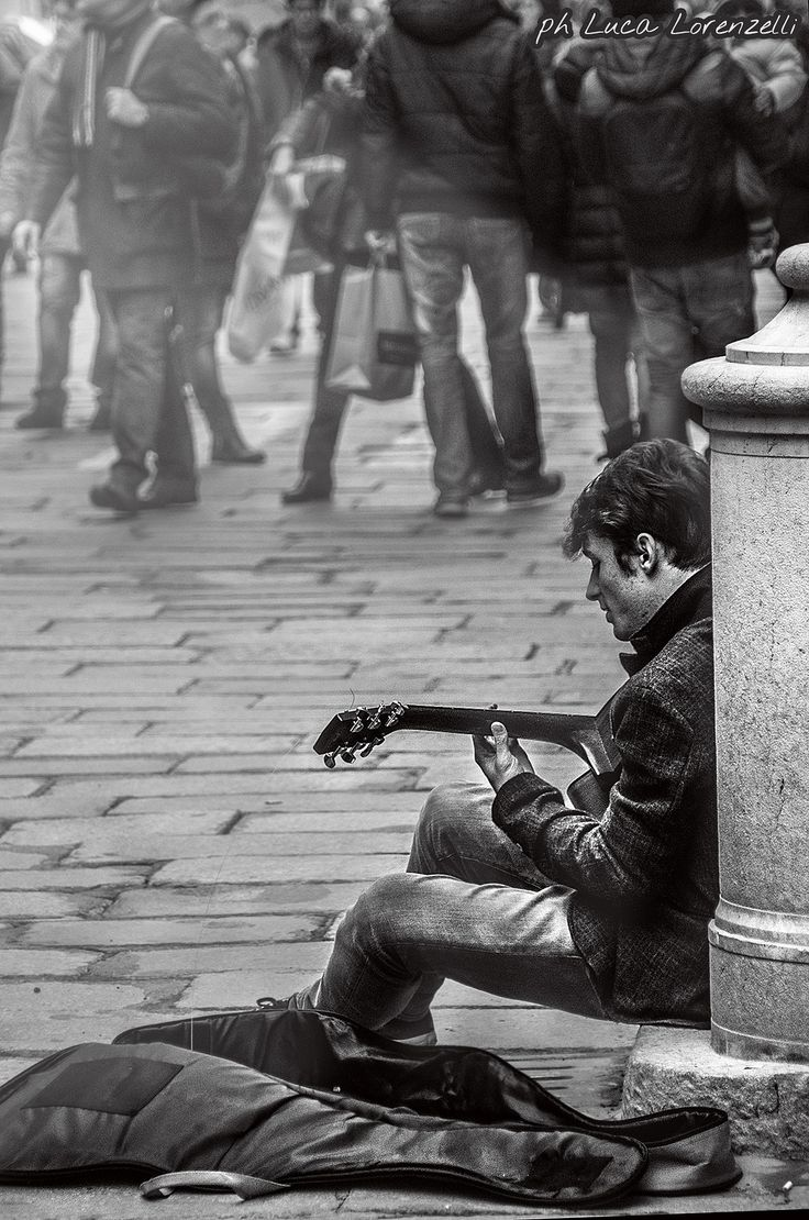 sing alone. by Luca Lorenzelli on 500px  #photography #photograph #edited with #photoshop and #lightroom in #blackandwhite #buskers