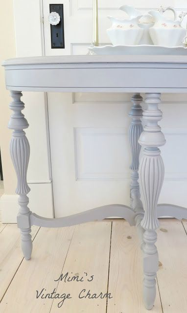 A pretty little table before and after chalk paint.... Love the light chalk paint want to create a large desk and paint it with it is I can sketch and doodle ideas on it !! :)