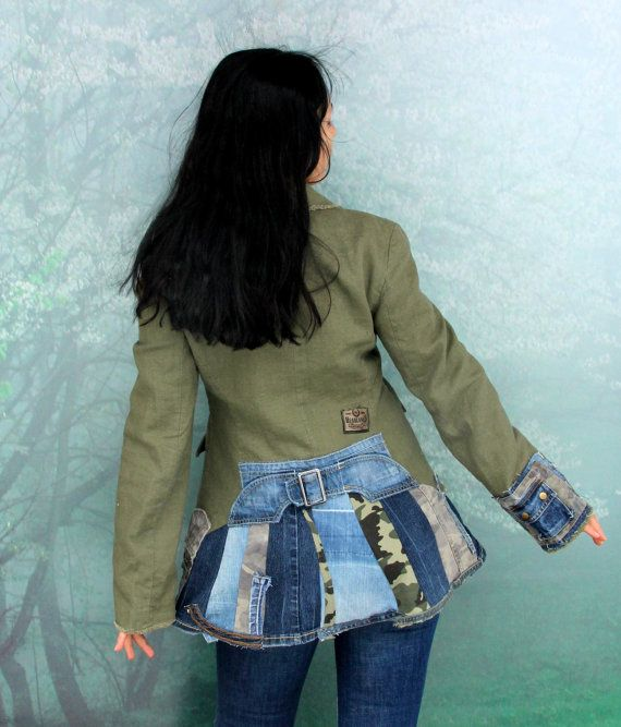 Verrückte Boro recycelt Leinen und Denim-Jeans-Jacke mit Thermofutter. Aus Upcycled Leinen Jacke und Recycling Schrotte Denim-jeans. Applizierten. Einzigartiges Design. Eine von einer Art. Größe: M-L (Europäische 38-40) Büste von max Linie 39 Zoll (100 cm) Taille Linie max 35 Zoll (90 cm) Uper Hüften max 43 Zoll (110 cm) Länge vorne - 25 Zoll (64 cm), und in den Rücken-30 Zoll (76cm) Handwäsche in kaltem Wasser (reines Leinen)