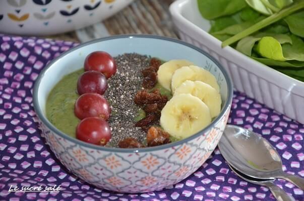 smoothie bowl vert avocat pomme épinard et banane, smoothie bowl recette facile et rapide d'un petit déjeuner équilibré,smoothie bowl avocat