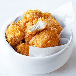 Pieczone nuggetsy z kurczaka w płatkach kukurydzianych | Kwestia Smaku