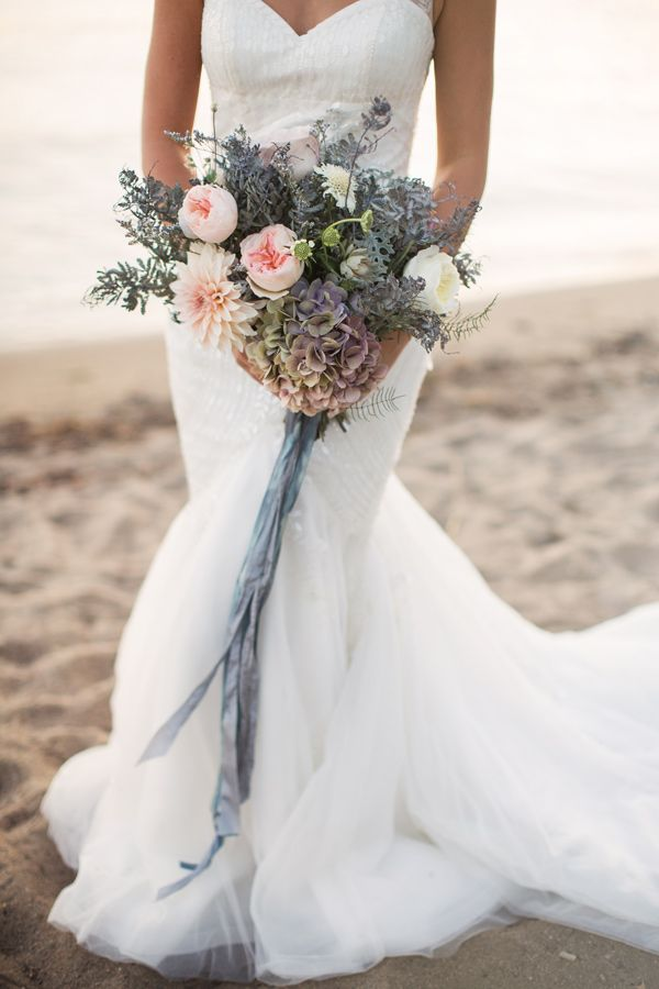 Gorgeous tones in this hydrangea wedding bouquet - photo by White Willow Photography