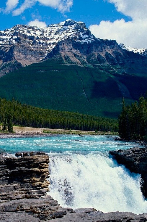 Jasper National Park, Canada. I feel a road trip coming on. Get your passport ready.