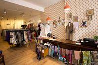 Think Twice is de winkelketen die tweedehands kleding een waardig leven geeft. Zowel vintage stukken als dagdagelijkse basics liggen in de verschillende winkels.