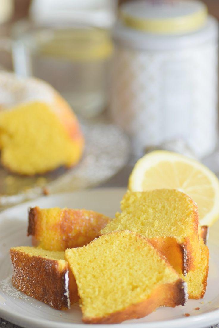 Quatre-quarts au citron et petit-suisse 150gr d'oeufs (3 oeufs moyen) 150gr de sucre 150gr de farine 150gr de petit-suisse 1càc de levure chimique Zeste d'un citron bio