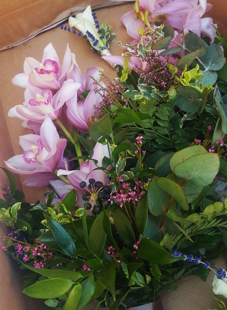 Szülőköszöntő csokor esküvőre rózsaszín orchideából.   Te is megajándékoznád az édesanyákat? Kérd ajánlatunkat itt:https://eskuvoidekor.com/viragdekoracio