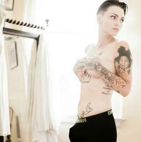 Ruby Rose asymmetric cut. I think this is amazing and loved it. She's beautiful both ways.