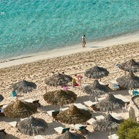 Wish I could stay here all day.. wait a second, yes I can!  #beachlife #ayianapa #grecianbay #hotel #cyprus #grecianbayhotel #beach