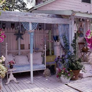 vintage bed for chillin'Country Porches, Beach House, Beach Cottages, Shabby Chic, Side Porches, Back Porches, Outdoor Spaces, Shabbychic, Beach Bungalows
