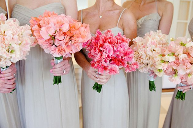 Sweet peas are in season now! Follow these tips for ways to use them in your wedding #flowers