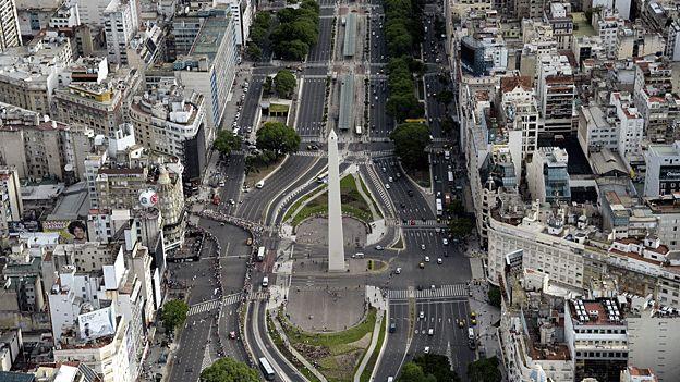 El obelisco en Buenos Aires.Lineas aereas de Argentina,sale del Gran Buenos aires,a los poblados de New York y Paris.