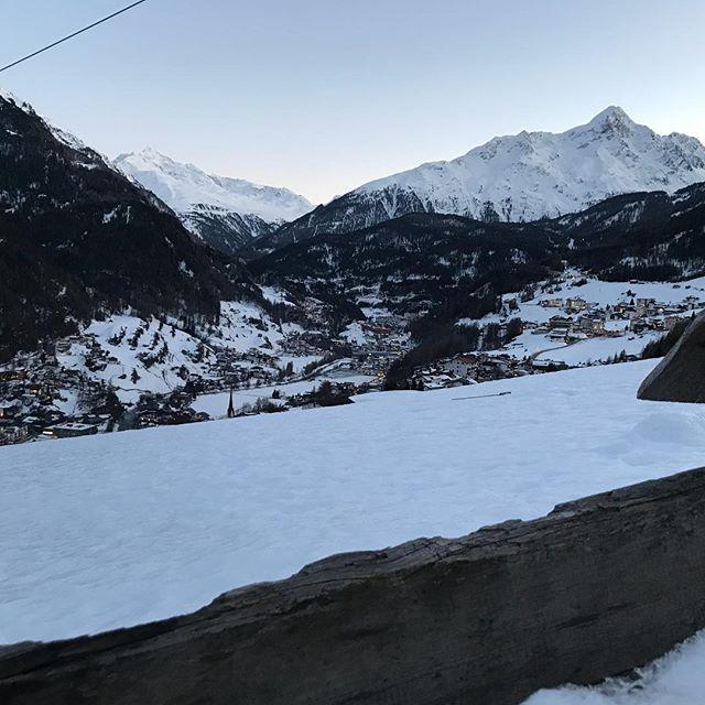 Der Ausblick  direkt von unserem Resort #skiinskiout #direktanderskipiste #soelden #sölden #gruenwaldresort #panoramaalmsoelden #winter #winterwonderland #skiurlaub #skifahren #sölden2018