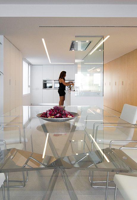 Cocina amplia y luminosa abierta al salón   Moncofa - Chiralt Arquitectos Valencia