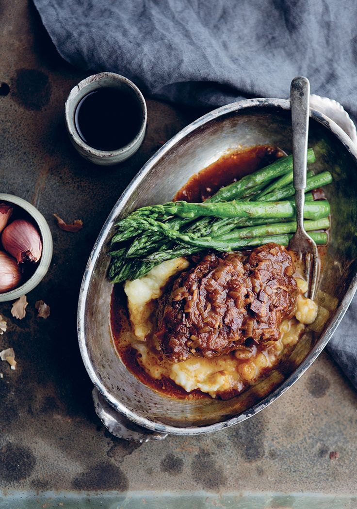 Ossobuco de porc, vin rouge, pancetta & échalotes
