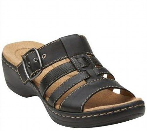 Complete your summer wardrobe with the Clarks Hayla Cavern sandal Leather  or metallic leather upper