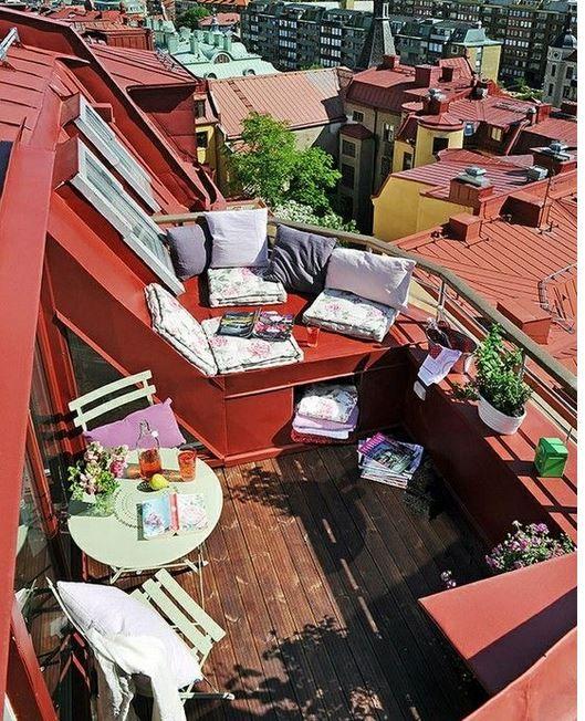 Hep balkonları gösterecek değiliz ya. Bu sefer de sizlere teras balkonlardan örnek vermek istedim. Eğer teras bir balkonunuz var ve burayı dekore etmek için herhangi bir fikriniz yoksa bu model