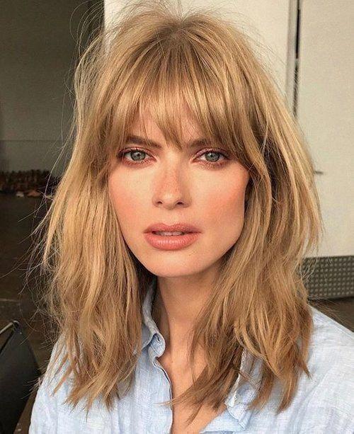 Blonde Woman With Curtain Fringe Shortstraighthair New Site Kurze Haare Mit Pony Schone Kurze Haare Langhaarfrisuren