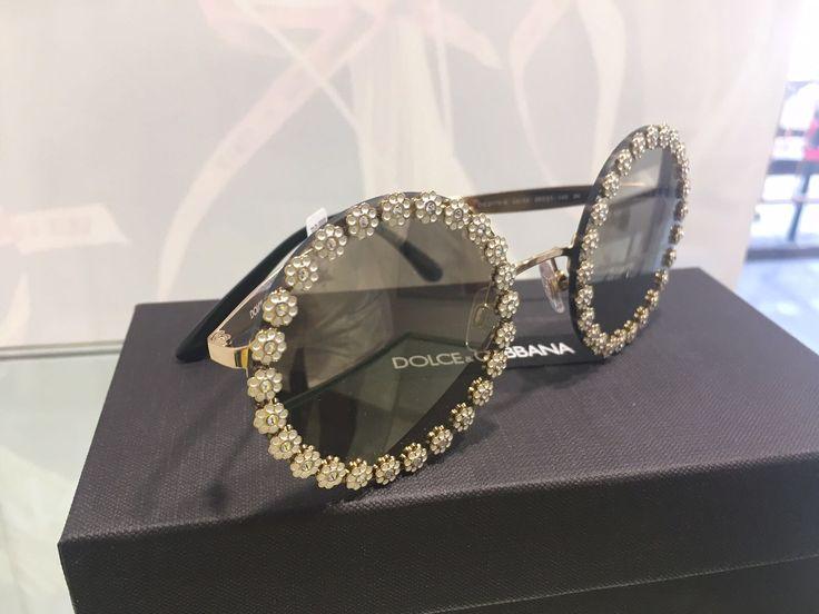 Fersan Primera OPTICOS forma parte del Club Prestige de Luxottica, el principal fabricante de gafas de gran lujo a nivel mundial, de manera que os podemos ofrecer las últimas colecciones de Chanel, Bvlgari, D&G, Prada, Armani,....en exclusiva. Hoy queremos compartir con vosotros en este vídeo algunas de ellas.
