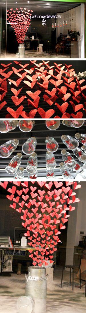 Escaparate San Valentín de Que tono de verde, éste año se nos escapa el amor, no nos da tiempo a repartirlo...