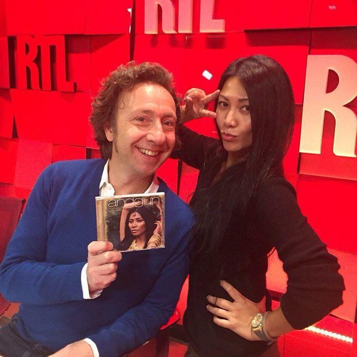 "La chanteuse Anggun invitée de Stéphane Bern dans ""A la bonne heure"" #rtl #RueBayard #Anggun #StephaneBern #toujoursunailleurs #InstaMusic by rtl_france"