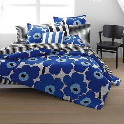 I bought this Marimekko 'Unikko' print comforter in 'True Blue' today and I can't tell if its more of a spring/summer set or fall/winter.  I'll stick with year-round cuz shit's tiiiiiight.