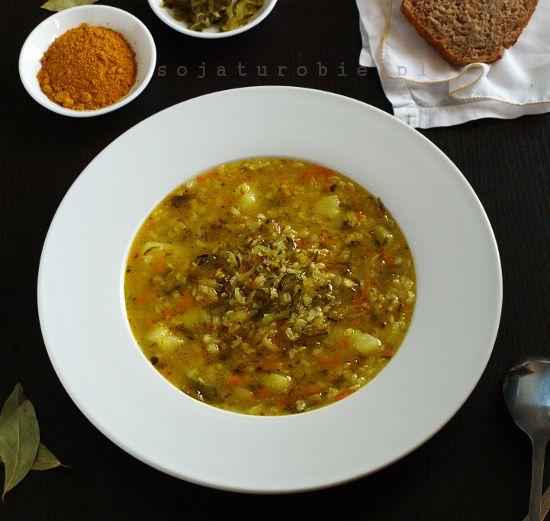 sojaturobie: Zupa ogórkowa z brązowym ryżem i curry