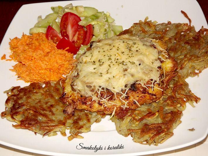 Smakołyki i koraliki: Filety z kurczaka zapiekane z pieczarkami i serem na chrupiących plackach ziemniaczanych
