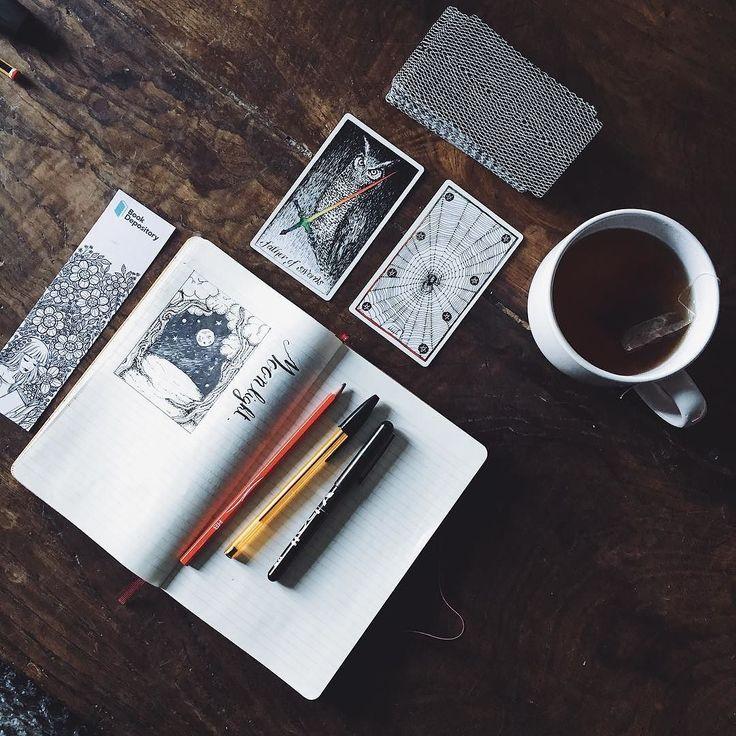 """Spending my Sunday evening sketching and improving my writing skills. Many things turn around in my mind I have new stories to tell and a little project for pagans and Old Ways pratictioners.  Sto sfruttando questa Domenica pomeriggio per fare qualche scarabocchio sono andata piuttosto in fissa con la riproduzione delle xilografie mi piace i disegni semplici e creare i chiaroscuri con puntini e linee. Ho cominciato anche il secondo capitolo di """"one year to a writing life"""" ultimamente mi…"""