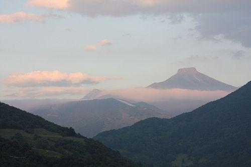 Basieda  Evening light on distant peaks La lumière sur des sommets éloignés