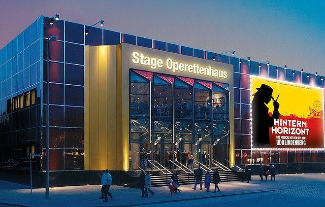 Ein durchweg edles Ambiente und die markante Glasfassade, die den Blick auf Hamburgs sündigste Meile freigibt. Das sind die Alleinstellungsmerkmale des Stage Operettenhauses in Hamburg - unserer Location der Woche. #OLAW #OneLocationAWeek #Meeting #TeamEvent #Gala