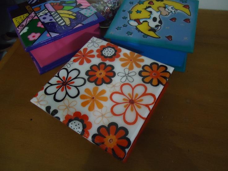Cajas pintadas a mano resinadas para guardar las - Decorar cajas de madera con servilletas ...