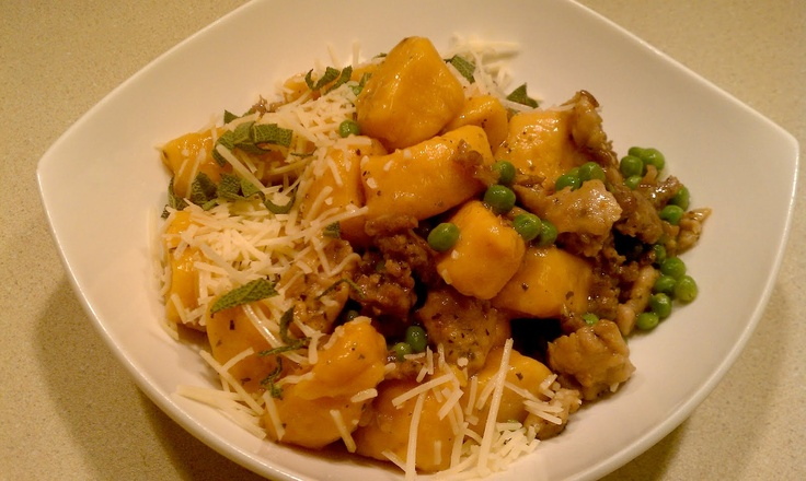 Everyday Champagne: Sweet Potato Gnocchi with Italian Sausage and Baby PeasHomemade Sweets, Italian Sausage, Baby Peas, Food, Gnocchi Recipe, Everyday Champagne, Butter Sagging Sauces, Sweets Potatoes Gnocchi, Pasta Recipe