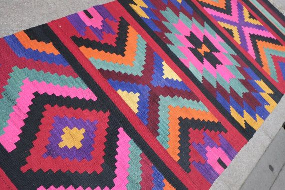 Handwoven vintage area rug runnerPink flat woven rug by kilimci