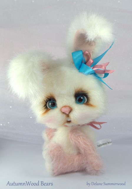 A blog about OOAK mohair and faux fur artist teddy bears, fine art and puppies.