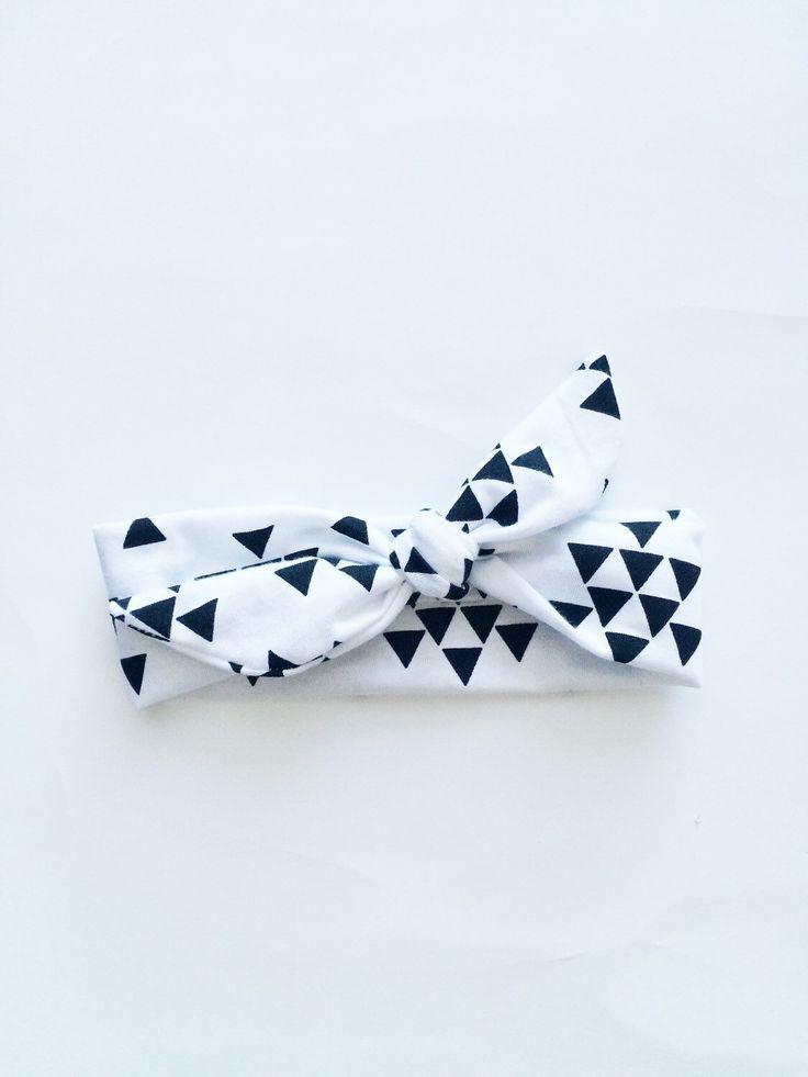 Les triangles noirs sur le coton blanc en tricot jersey extensible noeud bandeau turban, arc, nourrisson, bébé, fille, bambin, adulte, womans, prop photo, nouveau-né par littlesubtlearrow sur Etsy https://www.etsy.com/fr/listing/223040579/les-triangles-noirs-sur-le-coton-blanc