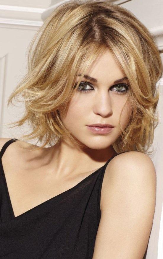 Coiffure femme cheveux court fin