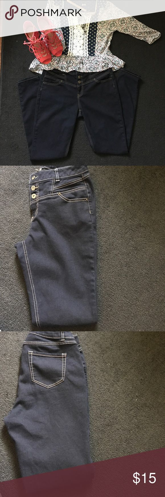 Blue spice high-waisted curvy jeans size 9/10 All you curvy girls out there looking for a pair of jeans to accentuate your curves?  I have them.  These dark wash high-waisted jeans are the way to go.  They run true to size but need the right girl to fill them out. blue spice Jeans Skinny